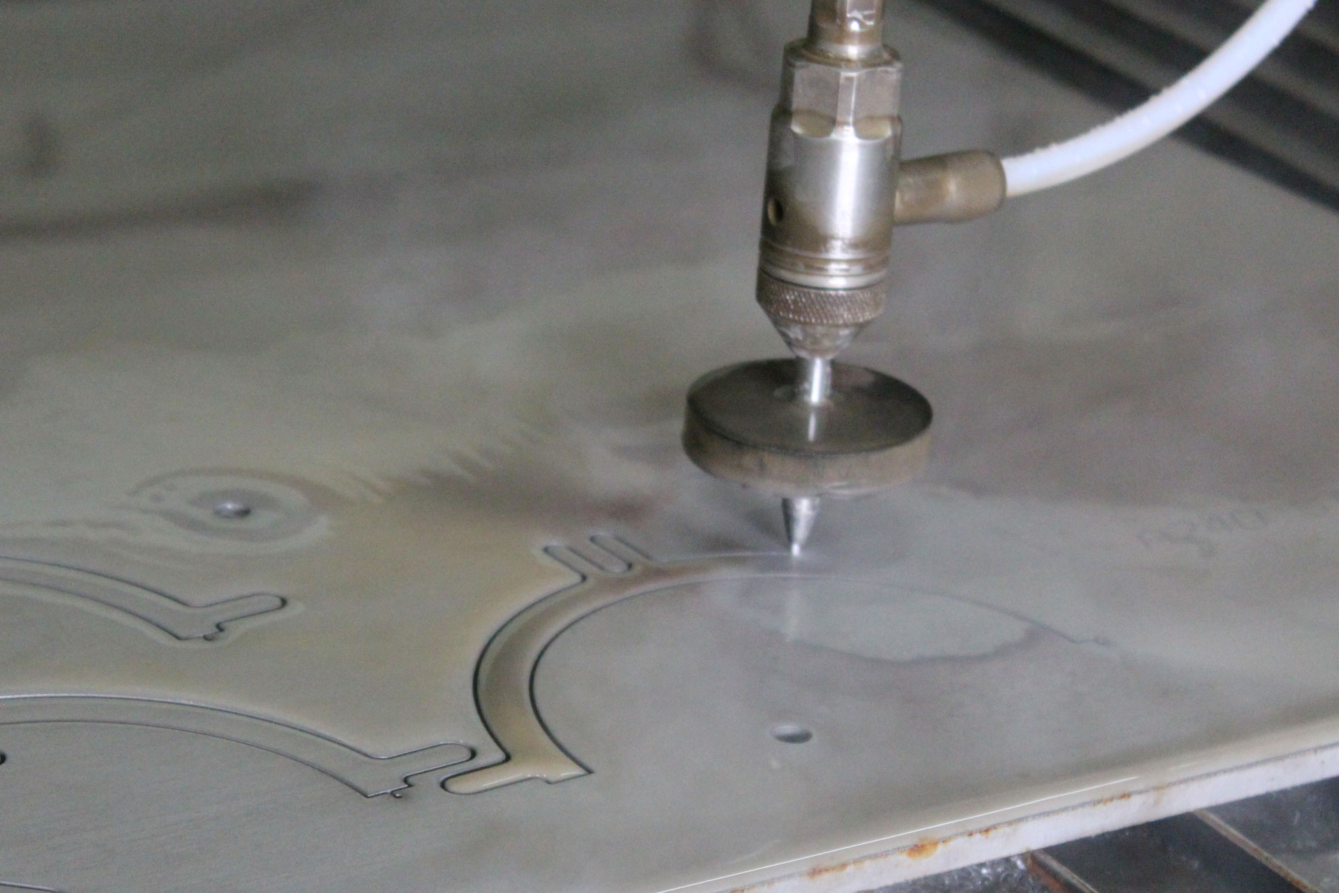 KMT-WATERJET-CUTTING-AEROSPACE-INDUSTRY-Center